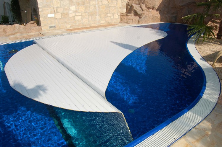 Grando EUSA Award 2020 piscine privée avec couverture automatique