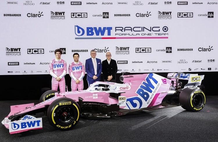 Les 2 pilotes Lance Stroll et Sergio Perez, Otmar Szafnauer et Andreas Weißenbacher