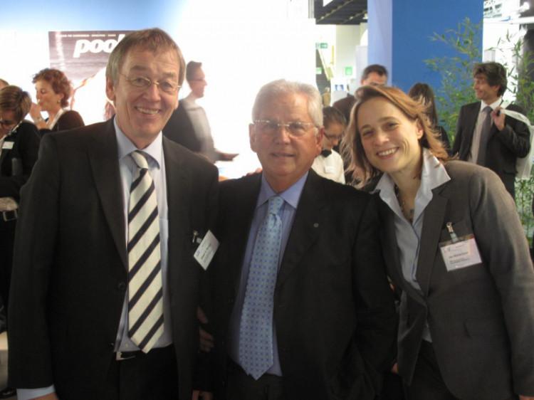 Der Präsident des italienischen Verbandes Assopiscine Dott. Francesco Capoccia (Mitte), Ute Wanschura und Dieter C. Rangol (bsw-Geschäftsstelle)