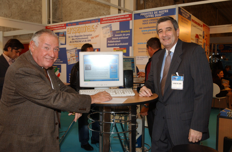 Oscar Davis and Bruce Fischer on EuroSpaPoolNews stand at Piscine Exhibition in Lyon 2002