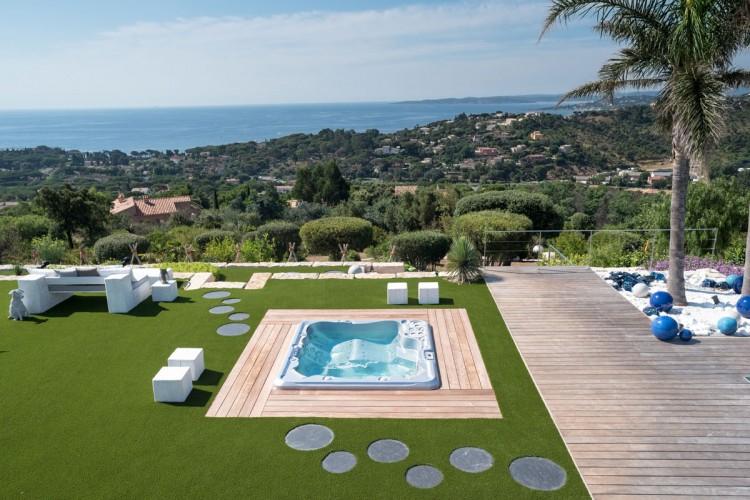 amenagement jardin spa integre acrylique Clair Azur desgn paysagiste