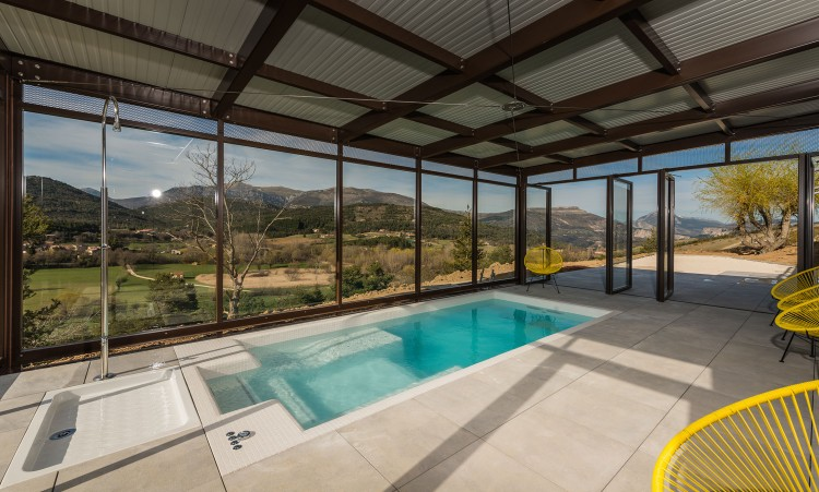 spa de nage enterré acrylique Clair Azur modèle Zenitude aménagé sous veranda