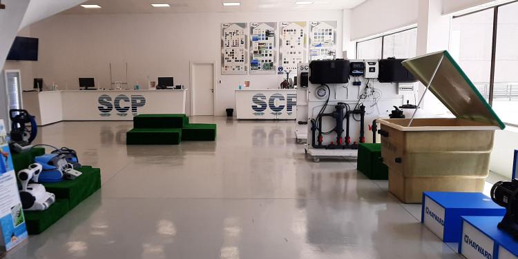 Showroom nouvelle agence-comptoir SCP Spain de Malaga équipements produits piscine spa Andalousie