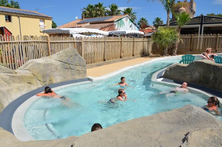 Le spa géant de l'espace aquatique camping californie-plage
