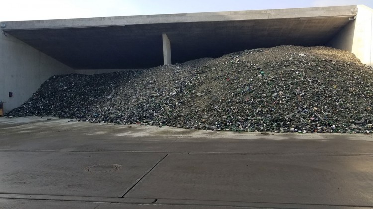 Visite usine Dryden Aqua Suisse, Recyclage verre