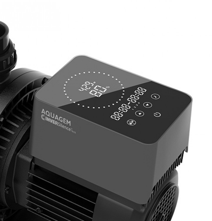 Intuitive touch screen of the Aquagem XFlow pool heat pump