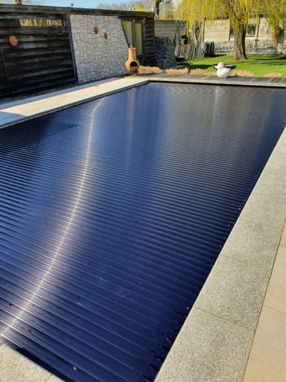 Couverture piscine avec lames Black Edition de T&A