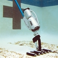 Battery-powered pool cleaner for commercial pools