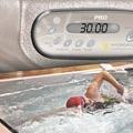 Allenamento da professionisti in una mini piscina spa per nuoto!
