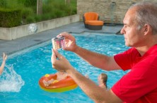 Test the pool water quickly with Pooltester Lovibond