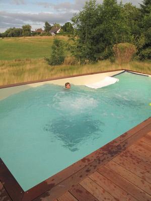 Olas en una piscina privada una realidad - Burbujas para piscinas ...