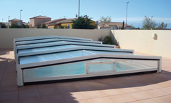 Deux nouveaux mod les d 39 abris de piscines chez eureka for Abris piscine eureka