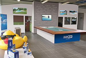 """Magasin ATOLL Piscine-bureau inspiration"