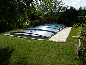 Le tout nouvel abri piscine t lescopique d 39 azenco for Abri piscine azenco
