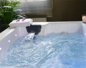 dufour piscines spas point de vente everblue inaugure son nouveau magasin pr s d 39 angoul me. Black Bedroom Furniture Sets. Home Design Ideas