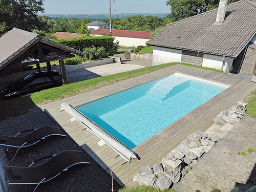 Auron la petite piscine tr s contemporaine for Dimension piscine coque
