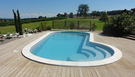 Une piscine coque originale for Generation piscine