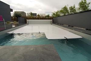 formations hydra syst me sur les couvertures automatiques de piscine. Black Bedroom Furniture Sets. Home Design Ideas