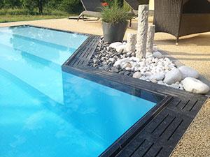 Pool 39 s pr sente de nouvelles grilles de finition pour les for Margelle piscine miroir