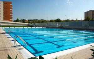 La piscina olimpionica esterna del celebre club spagnolo for Piscina sabadell