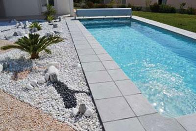 La ligne de dalles en pierres chambord for Dalle pour plage piscine