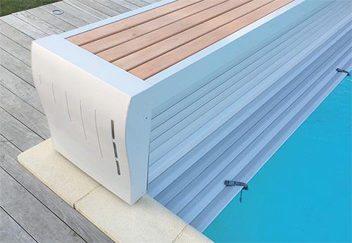 un enrouleur hors sol banc tr s classe pour les couvertures automatiques de piscine. Black Bedroom Furniture Sets. Home Design Ideas