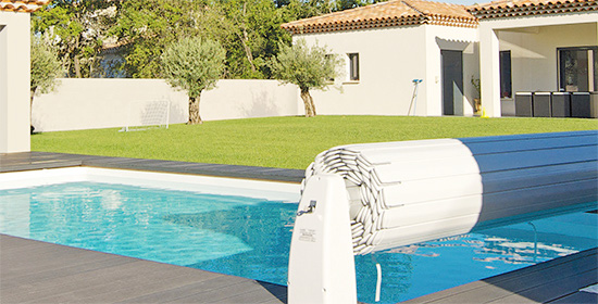 couverture de piscine automatique hors sol. Black Bedroom Furniture Sets. Home Design Ideas