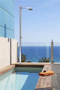 astralpool pr sente sa nouvelle ligne de douches ext rieures. Black Bedroom Furniture Sets. Home Design Ideas