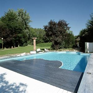 Couvertures de piscine lames sans bouchons for Volet polycarbonate piscine