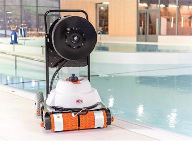 Hexagone int gre une cam ra vid o au robot nettoyeur de for Robot nettoyeur spa