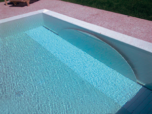 La nouvelle couverture immerg e stardeck in o for Piscine miroir avec skimmer