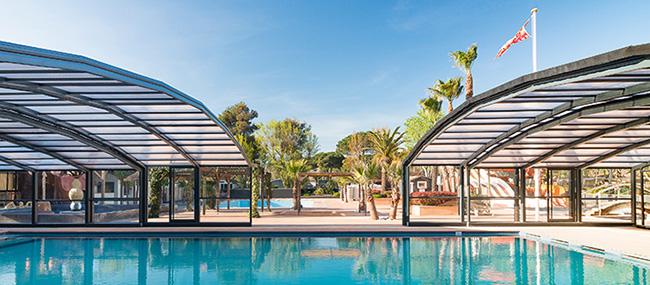 Des abris de piscine esth tiques et durables pour les for Abris de piscine venus international
