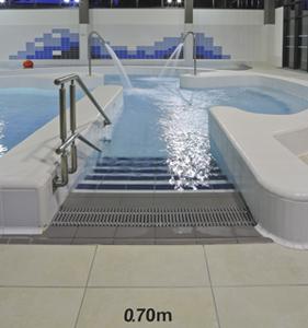 Instalaciones deportivas realizadas con gres porcel nico for Piscine spa gujan mestras