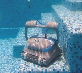 Zenit 30: electric pool-cleaning robots