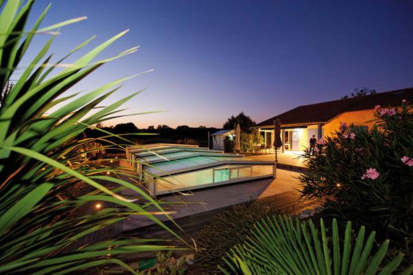 Piscine et spa le webmagazine de la piscine et du spa for Abri piscine kandis